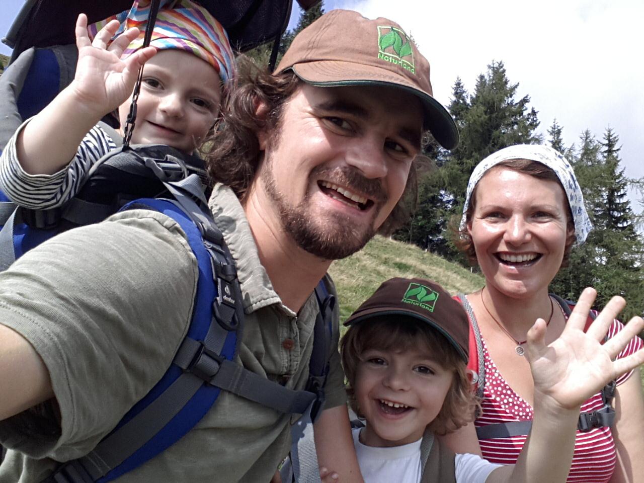 Hallo! Wir sind die Öko-Hümpfers. Mario und Diana unser Lorenz und die kleine Fanny.